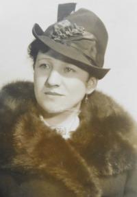 Mum Emily Vlčková