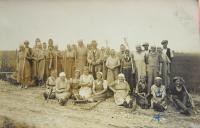 Předválečná fotografie práce na statku v Bílém Potoce (německy Wiessbach)