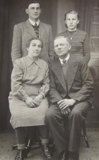 Rodina manželky Marie Brixové v Bílém Potoce