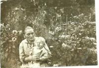 Eva Bošková s babičkou v roce 1931