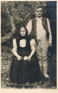 Josef Mišák se ženou (Bylinice, 1945)