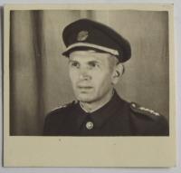 Otec Josef Januš v uniformě