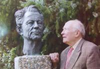 Karel Floss s bustou teologa Hanse Künga