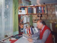 Karel Floss ve své pracovně