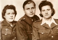 Anastázie Kulichová vlevo, Josef Kulich