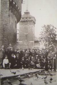 Polská škola, foceno v Krakově, Josef Kulich v horní řadě šestý zleva