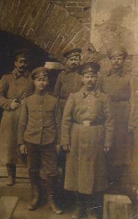 Fotografie carských vojáků, otec Josefa Kulich třetí zleva