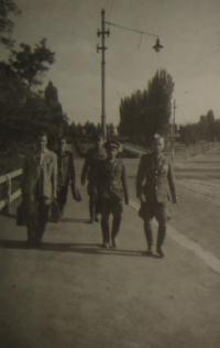 Praha 1945, Josef Kulich (zřejmě) třetí zleva