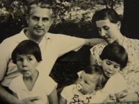 Vlasta Černá v dětství s rodinou