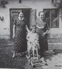 Zprava matka s pamětnicí