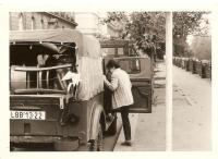Babička před cestou do Liberce na Janáčkově nábřeží - Smíchov (1988)