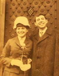 Tomáš a Věra Ježkovi svatební foto 1964