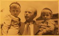 Vojtěch Ježek se synem Ivanem a Tomášem