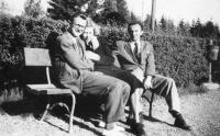 1. Starý Smokovec ve Vysokých Tatrách – 1946-vprostřed pozdější maminka Marie, vpravo její budoucí manžel Bohumil Jirounek