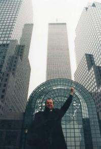Holiday in the USA - in front of the Twins in New York - 1996
