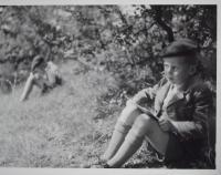 Václav Sokol jako chlapec s kreslením