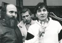 Čestmír Klos při veřejném projevu