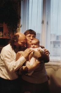 Čestmír Klos, Ewa Klosová a dcera Kristina Klosová