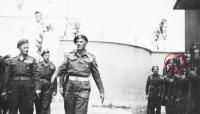 Generál Wladyslav Anders, rok 1944 Itálie, Bronislaw Firla mezi vojáky v řadě