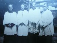ministrant v klášteře kalasantinů - Kladno - mše za Jana Opletala - 1946 - 1947
