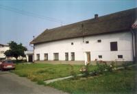 Rodný dům Václava Kelnara v Troubkách, v roce 1997 zničený povodní