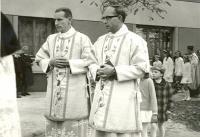 Václav Kelnar (vpravo) v Troubkách