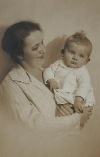 Jindra Hojer s maminkou, cca 1925