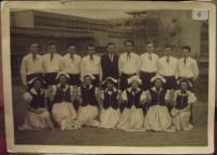 Marek Kopelent se spolužáky z francouzského gymnázia (v tmavém obleku uprostřed)