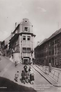Židovská (Jewish) Street – the palace steps (Schlossgrundgasse), Bratislava.