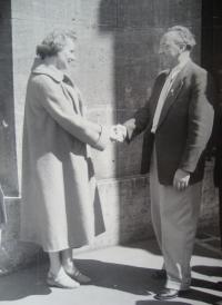 Štefania Lorándová vlevo