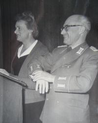 Štefania Lorándová při práci tlumočníka