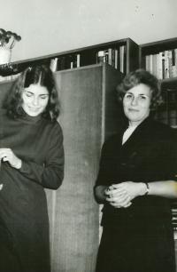 Anna Tesařová s dcerou Marcelou před dvaceti lety