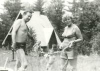 Anna Tesařová - Koutná v roce 1980 s Jar. Šabatou na společné rodinné dovolené