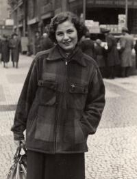 Anna Tesařová, cca 1946