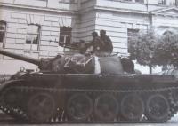 Polská vojska na náměstí Svobody v Šumperku během vpádu vojsk Varšavské smlouvy
