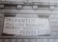 Protesty proti vstupu vojsk Varšavské smlouvy na Hlavní třídě v Šumperku