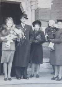 Svatba rodičů v roce 1943 ve Vídni