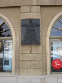 Pamětní deska v Tovačově se jménem popraveného otce