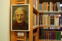 Vernisáž výstavy v Husově knihovně v Modřanech, Portrét stařeny, který Hošna namaloval v době studií; Modřany, 23. 3. 2015