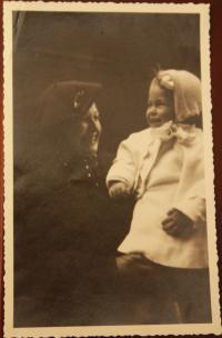 Lýdia Piovarcsyová s matkou ako dieťa