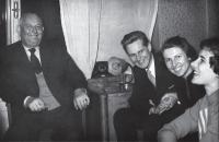 Josef Podzimek s otcem a sestrami