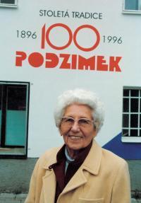Pamětníkova matka Krista Podzimková během oslav stého výročí založení firmy Podzimek a synové