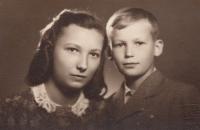 Fotka Milušky a jejího bratra Karla, kterou měla u sebe maminka v době věznění v Malé pevnosti v Terezíně