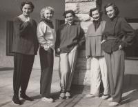 Jako externí zaměstnankyně Ústavu bytové a oděvní kultury, Miluška Havlůjová druhá zleva, 1951