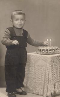 Fotografie dvouletého syna Tomáše, kterou měla Miluška Havlůjová povolenou ve vězení, 1953