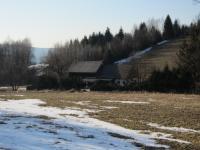 Jedna ze dvou budov zachovaných v zaniklé osadě Štolnava (Prameny, něm. Stollenhau).