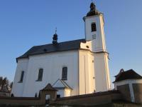 Kostel v Kopřivné u něhož byla údajně pohřbena zavražděná rodina ze Štolnavy