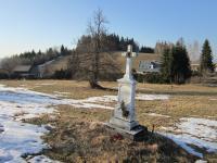 Kříž v zaniklé osadě Štolnava (Prameny, něm. Stollenhau).