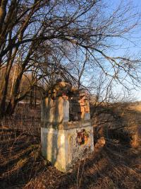 Zničené Boží muka  v zaniklé osadě Štolnava (Prameny, něm. Stollenhau