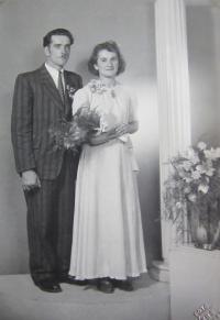 Alois Houserek s manželkou. Jeden ze tří Čechů sloužící za války na Štolnavě